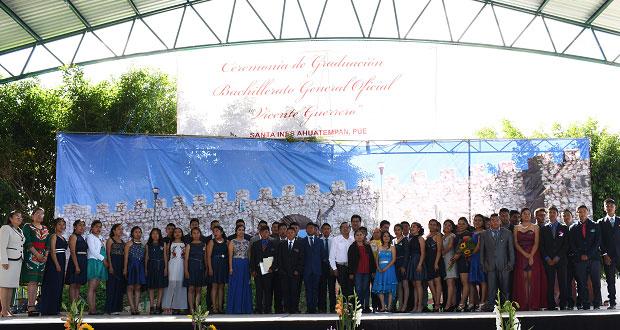 En Ahuatempan, 51 alumnos de bachiller culminan estudios