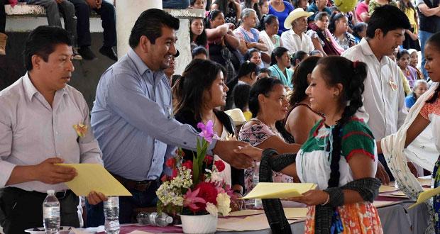 Alumnos de secundaria y bachillerato en Huitzilan se gradúan