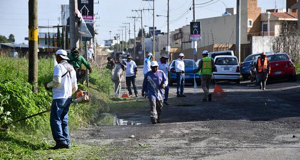 Ayuntamiento de Cuautlancingo realiza limpieza en dos avenidas