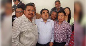 Barbosa dialoga con transportistas sobre alza al pasaje; habrá más reuniones