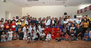 Dan material deportivo a más de 300 alumnos en San Andrés Cholula