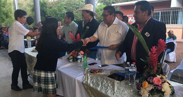 Generación 2016-2019 se gradúa de bachillerato en Acatlán