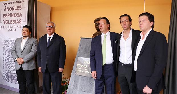 Homenajean a Ángeles Espinosa con busto en Casa de la Cultura
