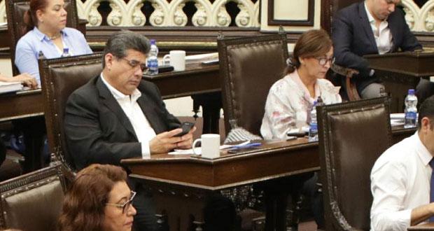 Casique suple a García como líder del PRI en Congreso; niegan presión