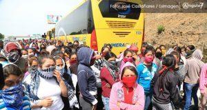 Normalistas de Morelos encapuchadas retienen autobuses en la Puebla-Atlixco