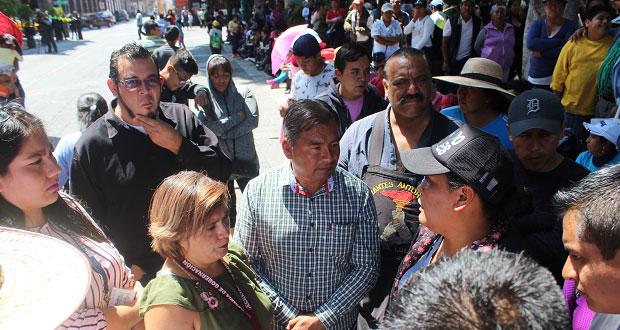 Frente al Palacio Municipal, antorchistas exigen solución de demandas