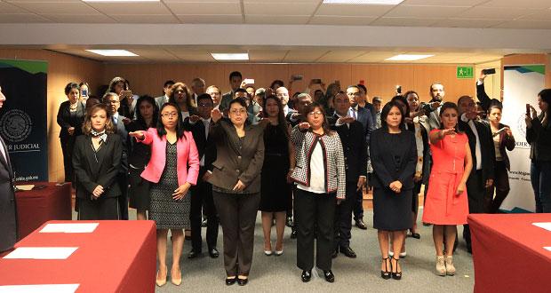 Rinden protesta 23 jueces en materia familiar; 13 son mujeres