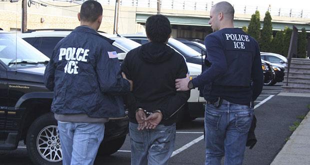 El domingo habrán redadas para deportar a 2 mil inmigrantes: Trump