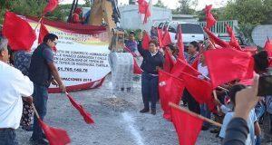 Inicia pavimentación de calle en barrio de Tepexi de Rodríguez