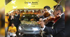 Despiden con nostalgia la producción del Beetle en VW de Puebla