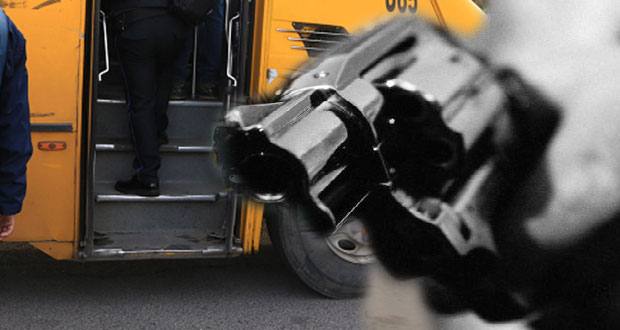 Usuarios de ruta 10 sufren asalto armado en paradero de Totimehuacán
