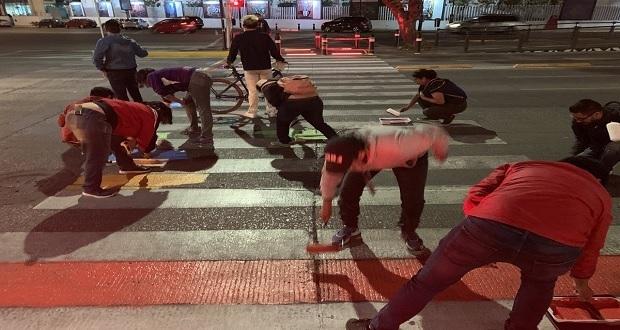 Repintan con la bandera gay el paso peatonal de la Fiscalía