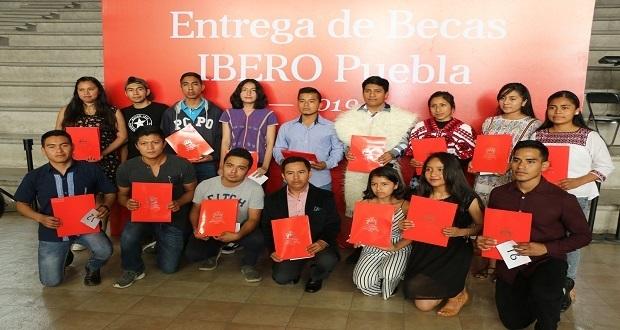 Ibero entrega becas a más de 360 alumnos de bachillerato