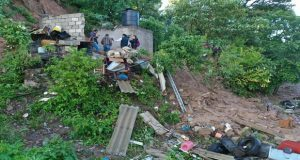 Lluvias provocan deslave de cerro sobre vivienda en Chautla y deja 6 muertos