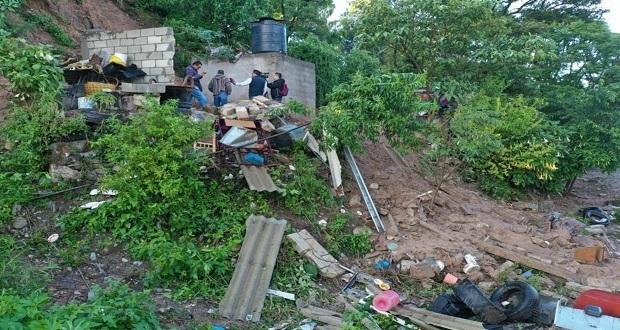 Lluvias provocan deslave de cerró sobre vivienda en Chautla y deja 6 muertos