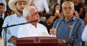 """En escuelas de Tecomatlán, critican la """"Cuarta Transformación"""""""