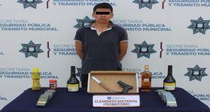 """Aprehenden a """"El Franelas"""", vinculado a 16 robos a Oxxo en Puebla"""