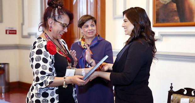 Comune reconoce a participantes del congreso para empoderar mujeres
