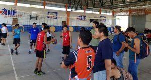 Celebran encuentro de voleibol en Huehuetlán el Grande