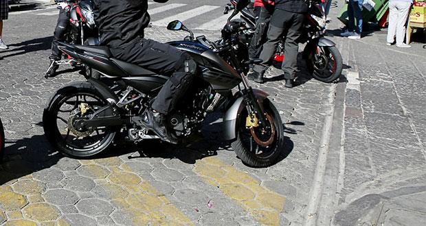 Hasta $2,534 de multa por estacionar motocicletas al lado de Catedral