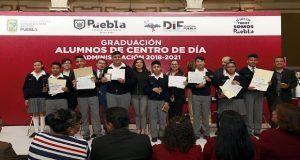 Se gradúan 39 alumnos de escasos recurso en el sistema DIF