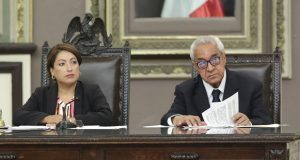 Académicos y funcionarios avalan a Pacheco; partidos critican