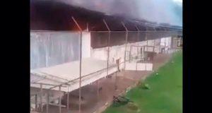 Enfrentamiento entre bandas deja 52 reos muertos en penal de Brasil