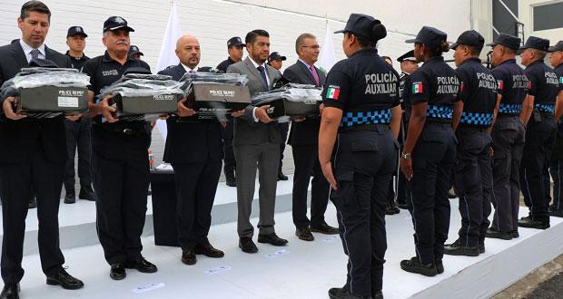 Dan equipamiento, estímulos y reconocimientos a policías auxiliares