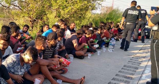 Aseguran a 65 migrantes procedentes de Asia en carretera de Veracruz