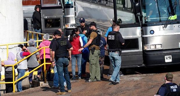 Autoridades estadounidenses detienen a 680 migrantes en Mississippi