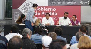 Barbosa atiende a cerca de 40 poblanos; presentan quejas por despojo y fraudes