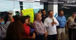 Carvajal encabeza protesta en Agua de Puebla por altos cobros y cortes