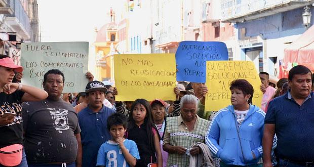 Comerciantes denuncian irregularidades en tianguis de Atlixco
