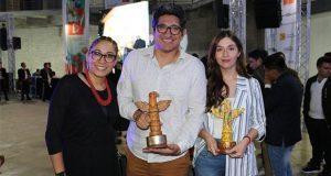 Docente y alumna UMAD destacan en concurso nacional de publicidad