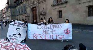 Estudiantes piden apoyo a AMLO para que Esparza los reciba y lamentan ataques