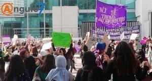 Feministas protestan en FGE ante casos de violación de policías en CDMX
