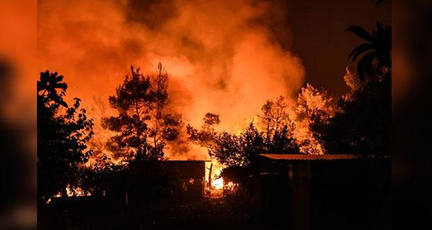 Grecia declara estado de emergencia por incendios en la isla Evia