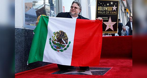 Al recibir estrella en Hollywood, Del Toro celebra a México y migración