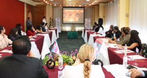 Mediante una mesa de diálogo, INE Puebla presenta protocolo trans