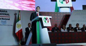 Moreno asume CEN del PRI; promete reforma para volver al poder
