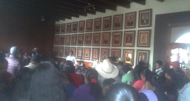 Piden en Tlatlauquitepec ampliar luz eléctrica y rehabilitar caminos