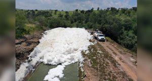 Planta de Agua de Puebla causa espuma tóxica en Valsequillo, acusan