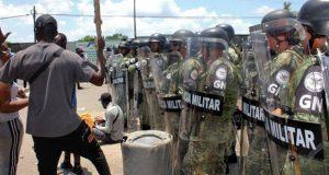 Trifulca afuera de estación migratoria en Tapachula deja 2 heridos