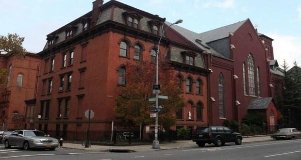 La diócesis de Brooklyn destituye a 2 sacerdotes por abuso infantil