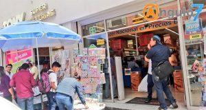 Compras de última hora en papelerías del CH; por ambulantes, pérdidas de 20%
