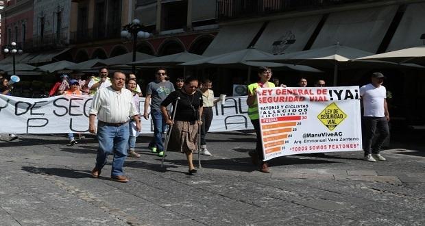 Poblanos se manifiestan a favor de la Ley General de Seguridad Vial