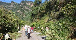 Pobladores de 4 municipios realizan faena en carretera interserrana