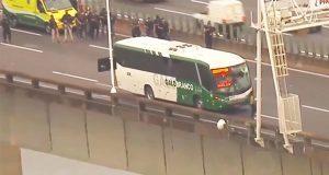Hombre que secuestró un autobús de pasajeros es abatido en Brasil
