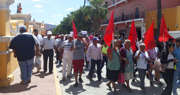 En Acatlán de Osorio, se manifiestan contra alcaldesa