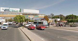 Atropella y mata a dos sujetos que intentaban asaltarlo en Tehuacán